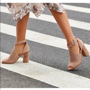 NWOT Marc Fisher Vixen Suede Peep-Toe Sandal 8.5